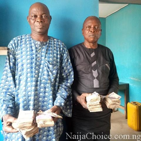 #OsunDecides2018: Faces Of Two Suspected Vote Buyers & N604,000 Recovered From Them (Photo)
