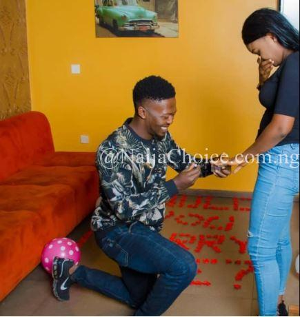 Wow! Man Proposes To Beautiful Lady Who Asked Him Out On Facebook 1 Year Ago (Photos)