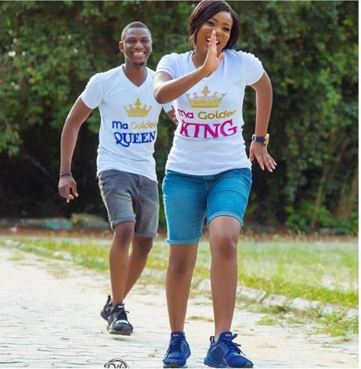 Fiance Chases His Fiancee In Cute Pre-Wedding Photo